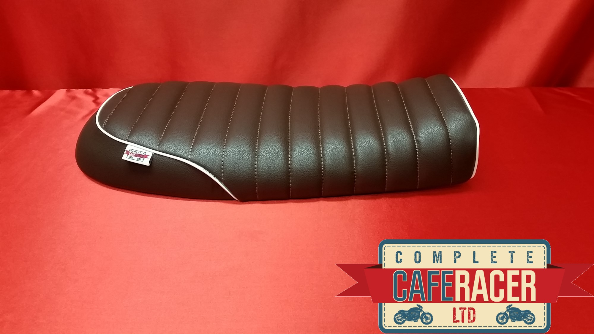 (BS0) BRAT / SCRAMBLER STYLE CAFE RACER SEAT IN BROWN LEATHERETTE WITH WHITE PIPING