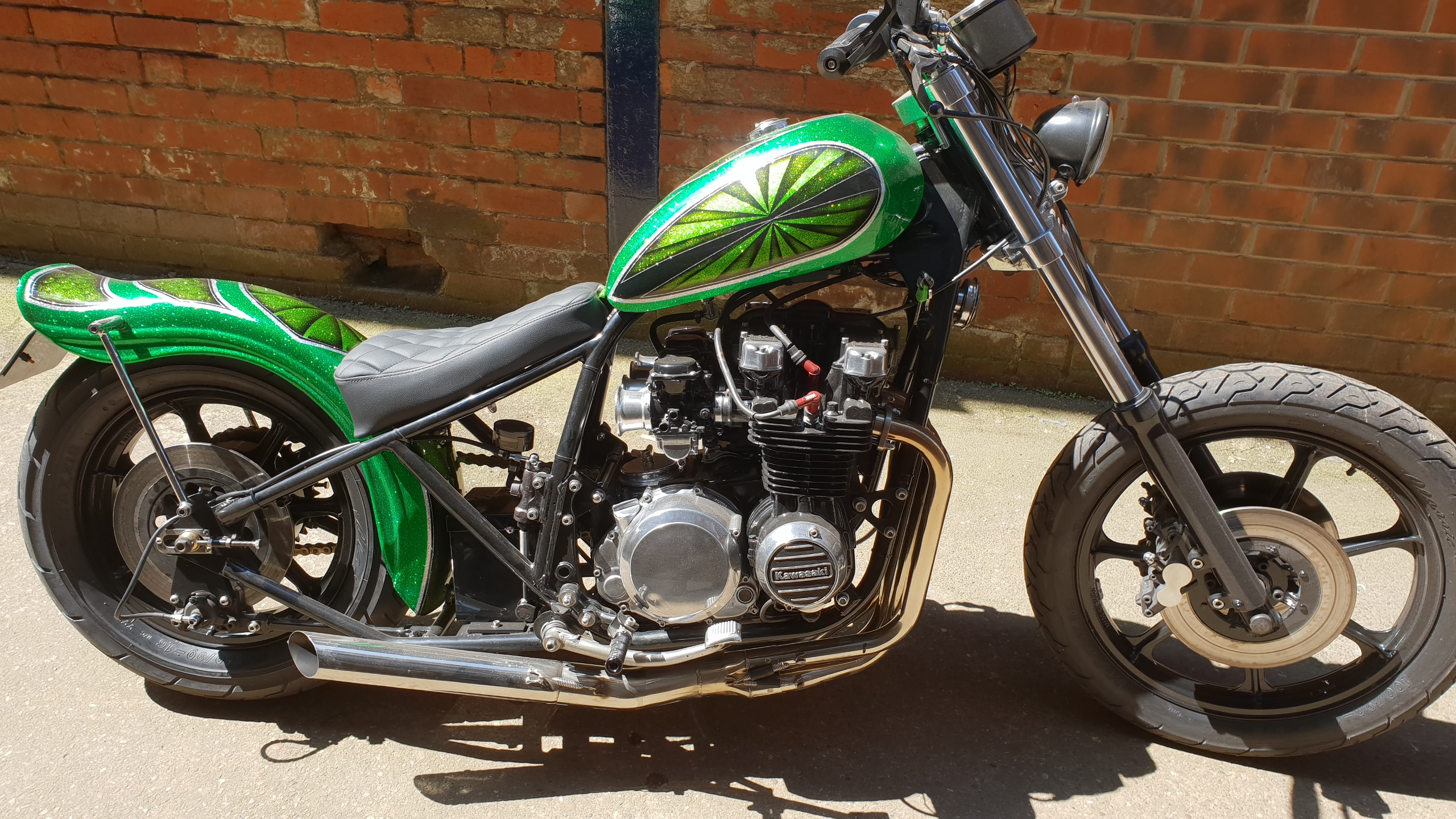 KAWASAKI Z650 CHOP FINISHED IN CANDY GREEN